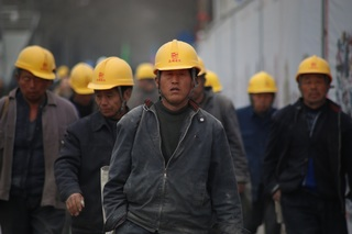 Obrero de línea con sueldo de $46,720 MXN mensuales