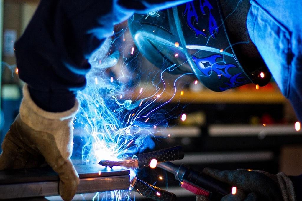 🥇 Trabaja como soldador en Canadá   $54,238 MXN mensuales